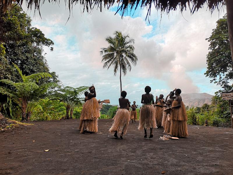 Découverte du village local d'Imayo, aux pieds du volca,n