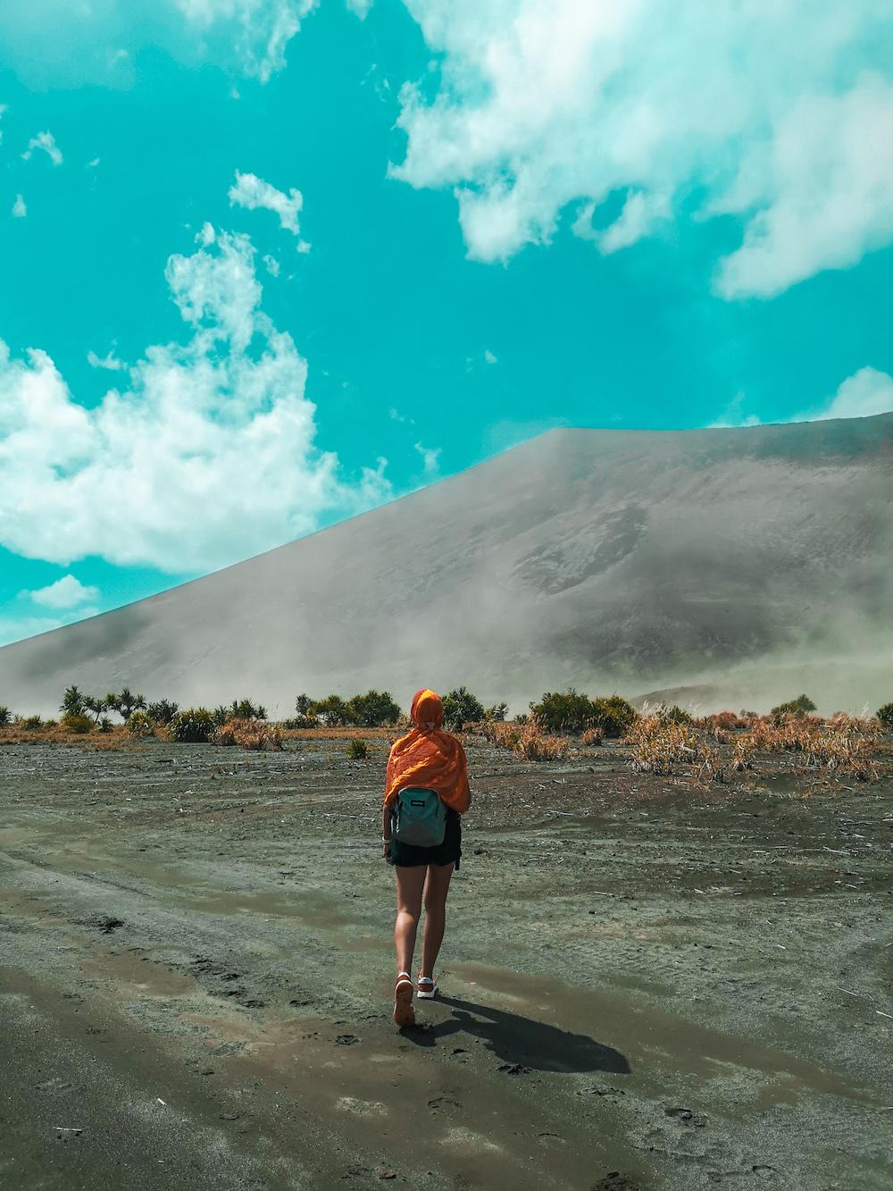 En route vers le volcan, avec un foulard pour se protéger des poussières