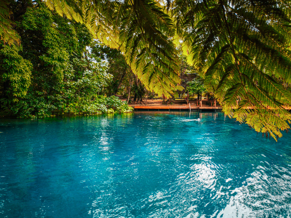 Le trou bleu de Nanda, paradis pour sa couleur bleu transparente